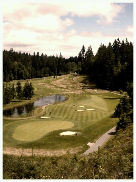 A view of the risk/reward 18th hole at Gold Mountain.