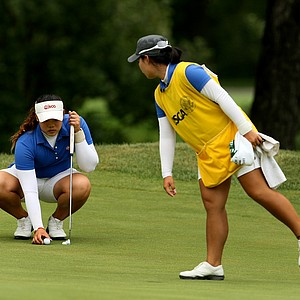Moriya Jutanugarn, sister/caddie, for Ariya points to a spot on the green during Quarterfinals.