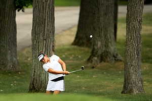 Amy Lee chips up at No. 9 during Quarterfinals.