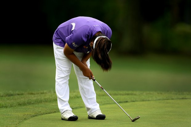 Dottie Ardina bends over in dissapointment after missing her birdie putt at No. 7 during the morning round.