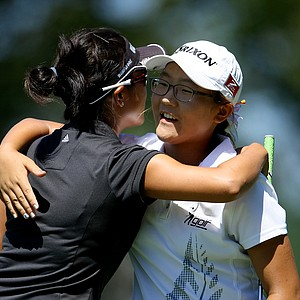 Lydia Ko congratulates Stephanie Kono after Kono won 3 & 2, during the Round of 32.