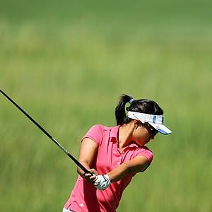Stephanie Kono hits her tee shot at No. 7.