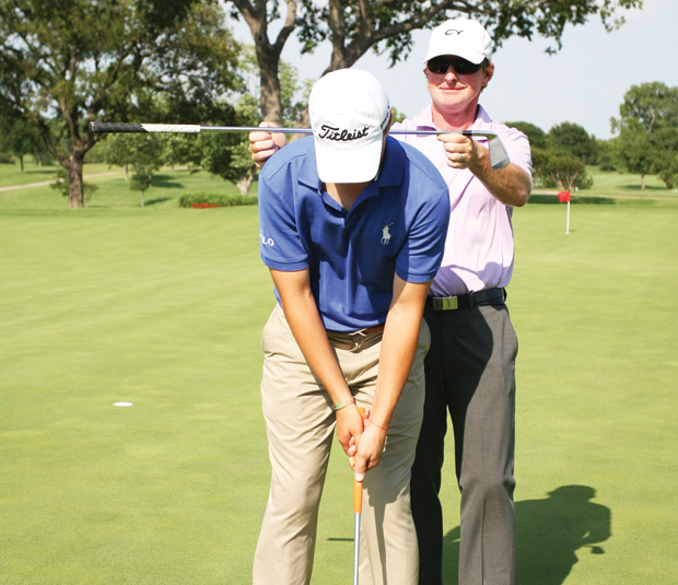With his left-hand low grip, Spieth's left shoulder is lower than his right shoulder.