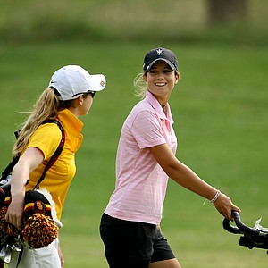 Arizona State's Noemi Jimenez chats with USC's Rachel Morris during Saturday's round.