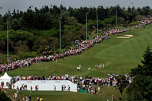 Large crowds line the first fairway and the putting green to catch a glimpse of Yani Tseng during Saturday's round.