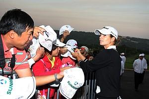 Beatriz Recari signs autographs after Saturday's round.