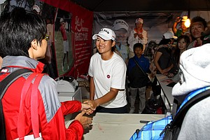 Yani Tseng spent Saturday evening shaking the hands of hundreds of fans after Saturday's round.