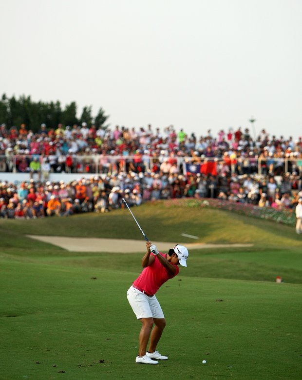 Yani Tseng nearly holes out her second shot at No. 18 during the final round of the inaugural 2011 Sunrise LPGA Taiwan Championship.