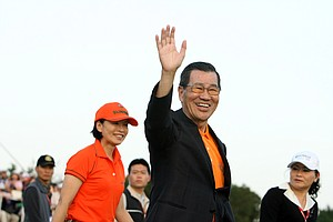 Vice President of Taiwan, Vincent Siew, waves to the crowd during the final round of the inaugural 2011 Sunrise LPGA Taiwan Championship.