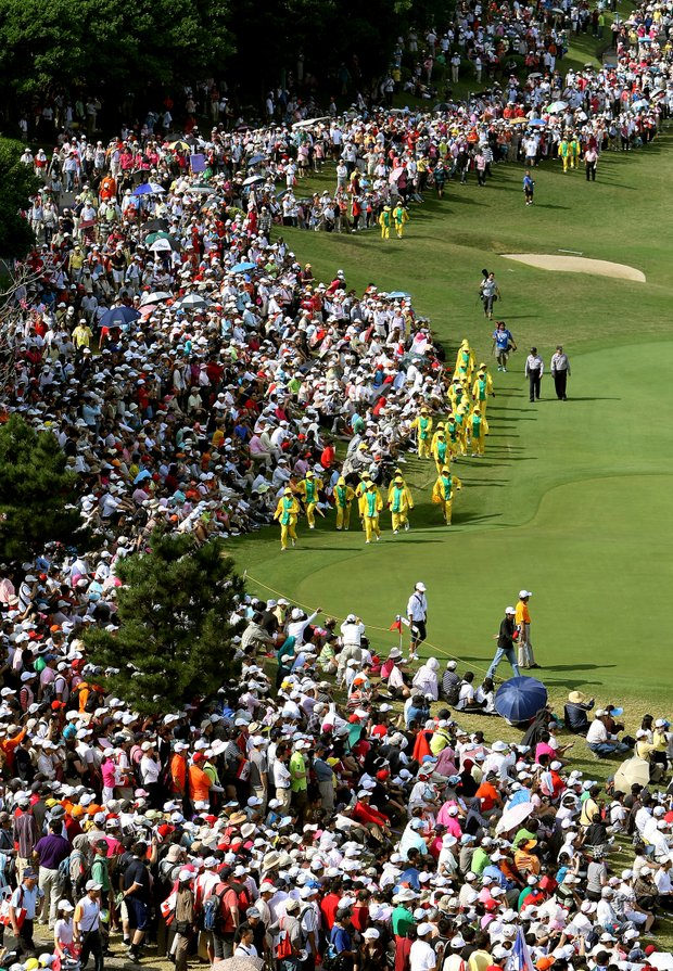 Crowds make their way down the ninth fairway during the final round of the inaugural 2011 Sunrise LPGA Taiwan Championship.