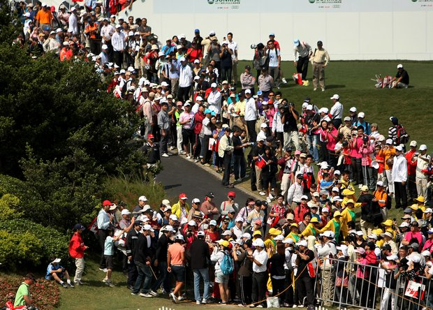 Yani Tseng begins her walk through the fans to the first tee during Saturday's round of the inaugural 2011 Sunrise LPGA Taiwan Championship.