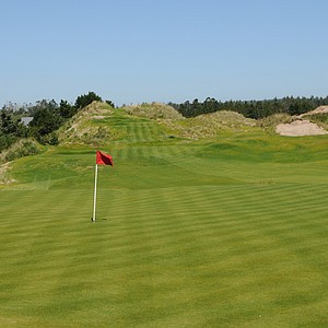 An elevated tee, the second hole look relatively benign, typical of many true links holes, but looking at the hole from the tee the view is completely different.