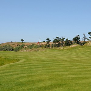 The sixth green looks relatively flat, but the right side will dictate the movement on the green that has the Pacific Ocean to its left. Expect almost everything to move toward the ocean.