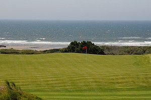 With possibly the best look of the Pacific Ocean in the background, the ninth hole is simple, yet with the wind always playing tricks, getting close to the hole may be a challenge on this relatively flat green.