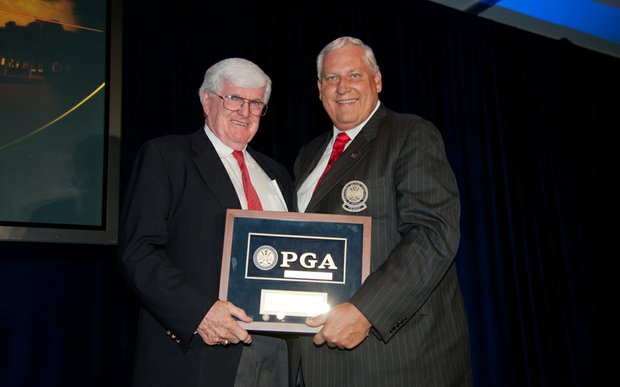 Pat Rielly and PGA president Allen Wronowski at the Hall of Fame ceremony