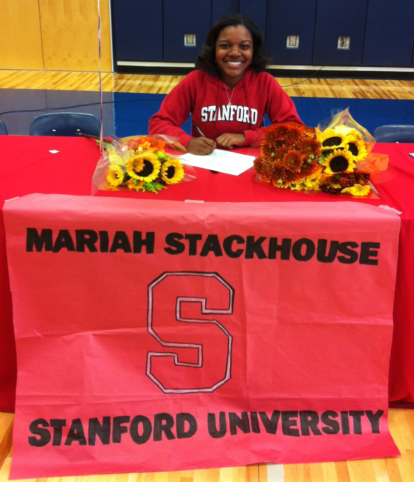 Mariah Stackhouse signs with Stanford