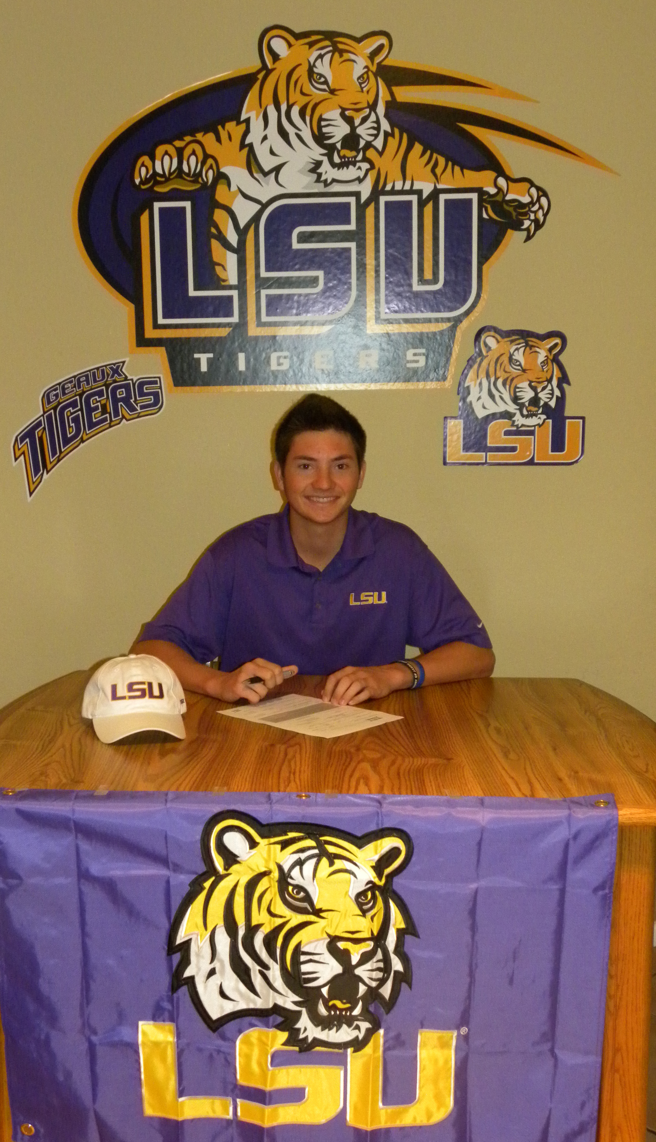 Zachary Wright signs with LSU