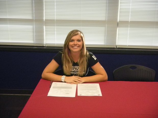 Lindsey Eisenreich signs with Missouri State