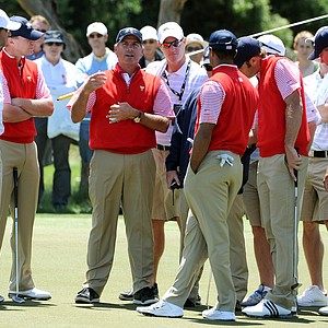 The U.S. team huddles around captain Fred Couples.