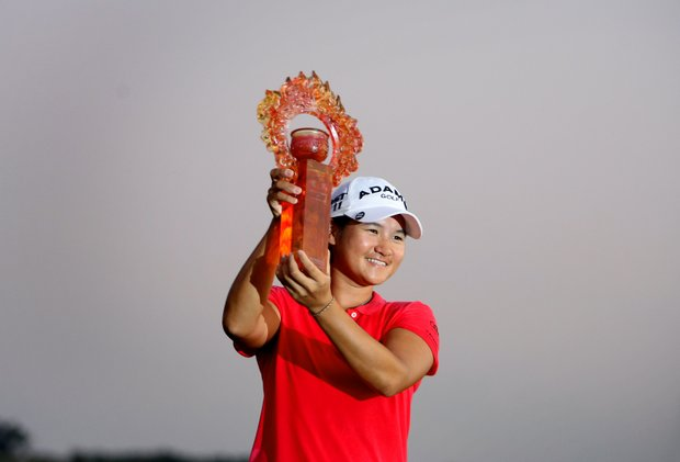 Yani Tseng hoists the tropy after winning the inaugural 2011 Sunrise LPGA Taiwan Championship.