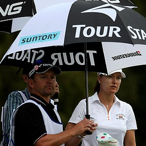 Sophie Gustafson peeks around umbrellas at No. 4 on Thursday at the CME Group Titleholders at Grand Cypress in Orlando, Fla.