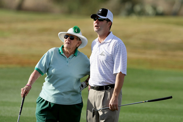 Mike Whan, right, and Shirley Spork at the RR Donnelley Founders Cup in Phoenix.