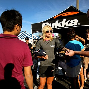 Nicole Smith, who appeared on the Big Break Ireland, hands out Pukka hats as gates opened for Demo Day. Smith was on-hand with fellow Pukka players Nicole Hage and Kathleen Ekey.