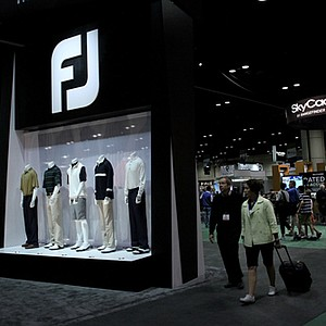 People mill around on the final day of the 2012 PGA Merchandise Show.