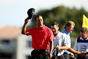 Tiger Woods acknowledges the crowd on Sunday at the Honda Classic at PGA National in Palm Beach Gardens, Fla. Woods shot a 62 and placed T2.