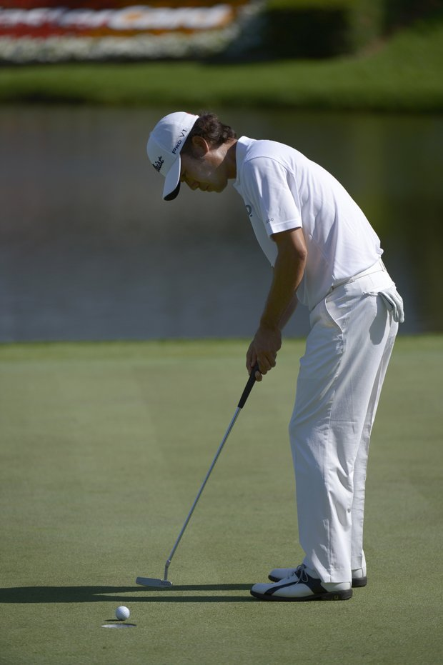 Kevin Na watches his putt for par on the eighth hole during the second round of the Arnold Palmer Invitational.