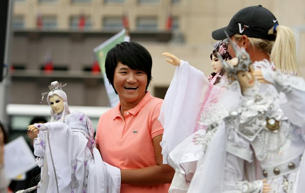 Yani Tseng and Suzann Pettersen have fun with the media during a LPGA press conference near Taipei 101 in downtown Taiwan.