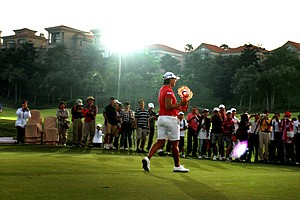Yani Tseng shows off her newest trophy after winning during the 2011 Sunrise LPGA Taiwan Championship.