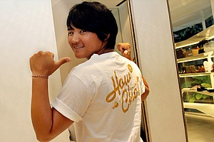 "Yani Tseng shows off one of her T-shirts that say ""How Cho"", which means ""Good Shot."""