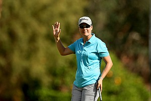 Lindsey Wright makes birdie at No. 10 on Friday at the Kraft Nabisco Championship.