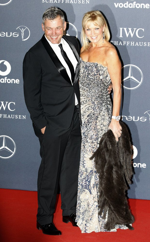 British Open champion Darren Clarke has married his fiancee Alison Campbell in a small beach wedding in the Bahamas.