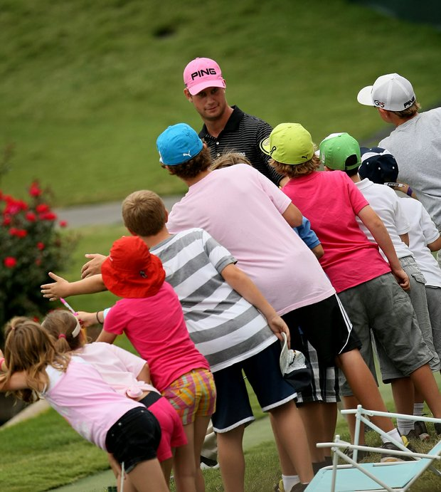 Harris English acknowldeges the fans at No. 17 during the final round at The Players Championship at TPC Sawgrass.
