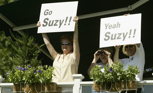 Fans support Suzy Whaley during the 2003 Greater Hartford Open.