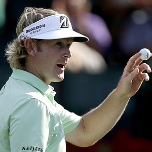 Brandt Snedeker acknowledges the applause from the gallery after sinking his putt on the 18th hole during the third round of the Tour Championship golf tournament Saturday, Sept. 22, 2012, in Atlanta. (AP Photo/David Goldman)