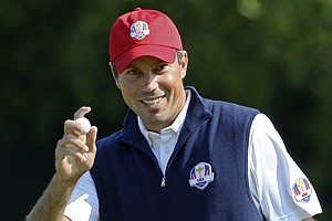 USA's Matt Kuchar reacts after making a putt on the sixth hole during a four-ball match at the Ryder Cup PGA golf tournament Friday, Sept. 28, 2012, at the Medinah Country Club in Medinah, Ill.