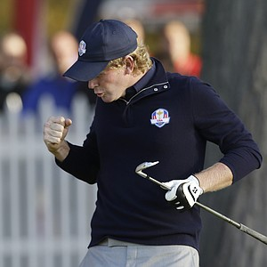 USA's Brandt Snedeker reacts to his tee shot on the second hole during a foursomes match at the Ryder Cup PGA golf tournament Saturday, Sept. 29, 2012, at the Medinah Country Club in Medinah, Ill.