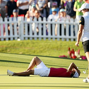 Yani Tseng of Taiwan reacts after missing a putt that would have put her into a three-way playoff on the eighteenth green during the final round of the Kraft Nabisco Championship golf tournament, Sunday, April 1, 2012, in Rancho Mirage, Calif.