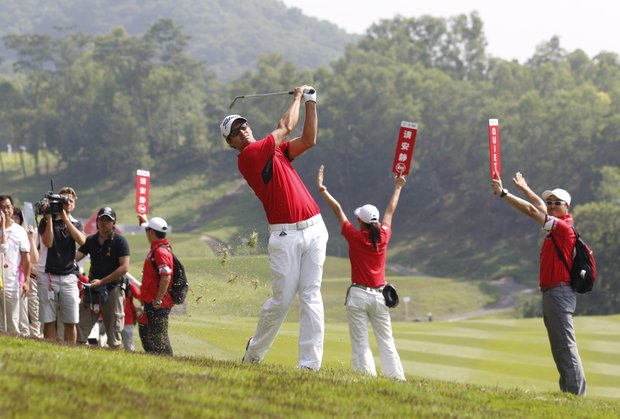 Adam Scott from Australia watches the shot in a rough at the 9th hole during the third round of the HSBC Champions golf tournament in Dongguan, southern China's Guangdong province, Saturday Nov. 3, 2012.