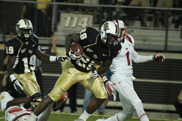 Latavius Murray races toward the end zone in UCF's rout of SMU Nov. 3.