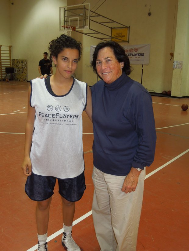 Doha Amla and Amy Alcott at the Peace Players basketball clinic.