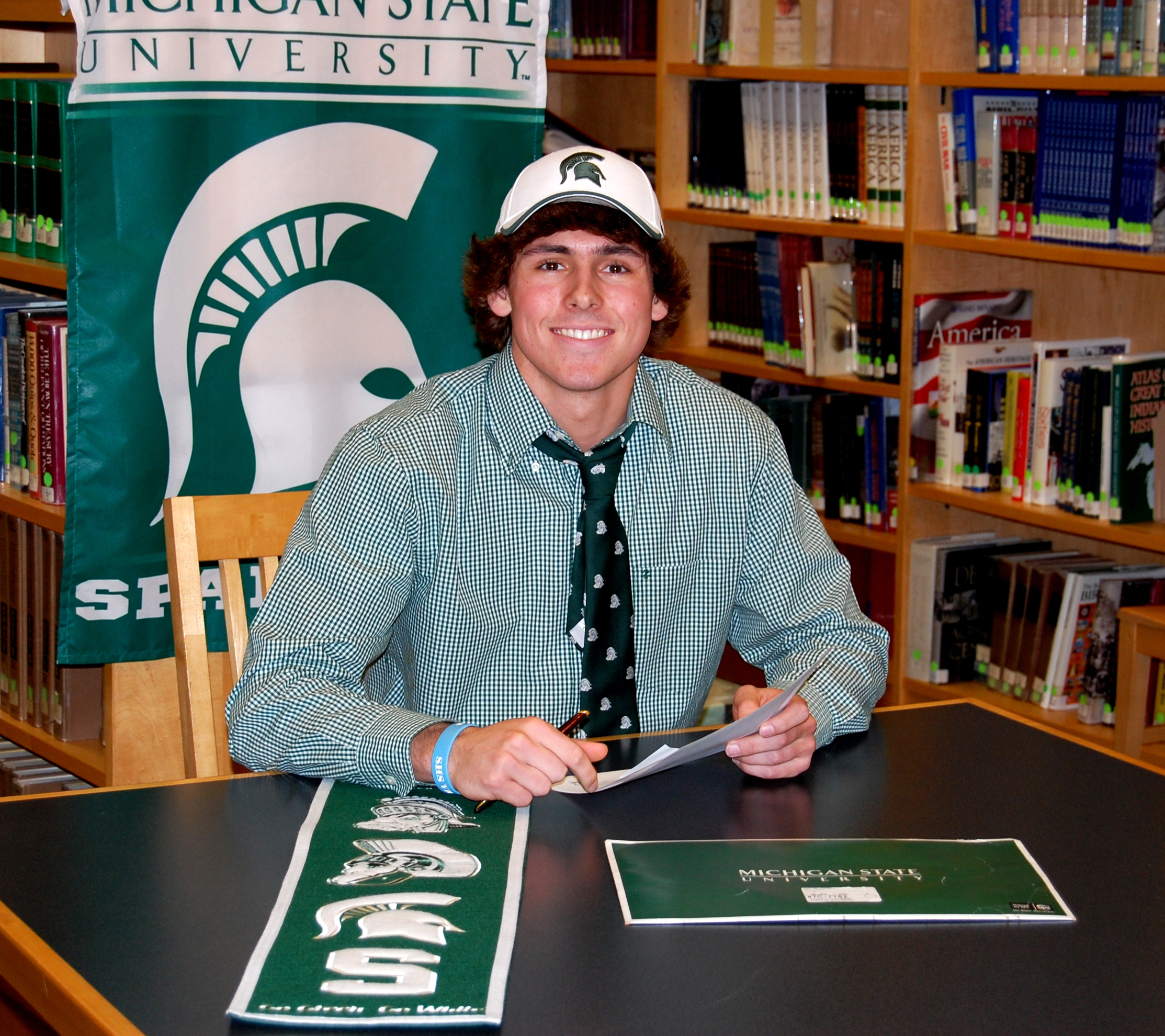 Francesco Ruffino signs with Michigan State