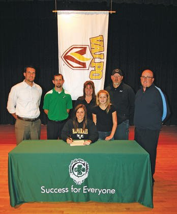 Sydney Shrum signs with Valparaiso