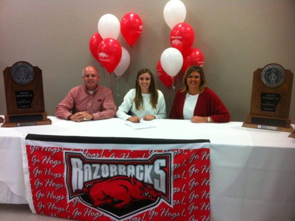 Summar Roachell signs with Arkansas