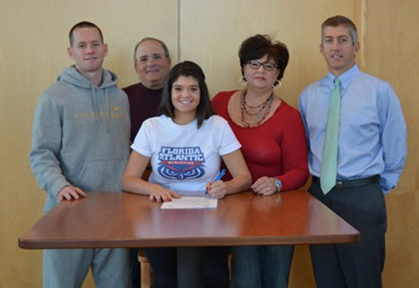 Amanda Ploener signs with Florida Atlantic