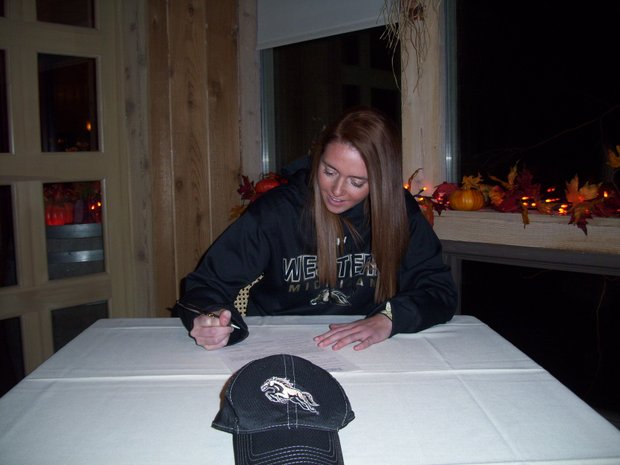 Anna Wilcoxson signs with Western Michigan