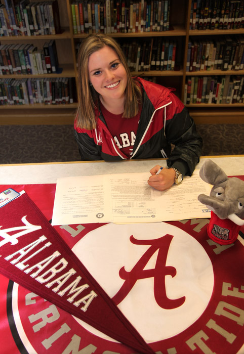Mia Landegren signs with Alabama.